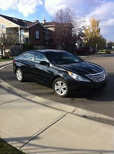 2013 Sonata Hyundai -by owner -not dealer - Financing Available