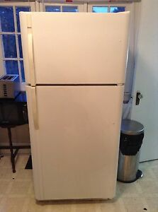 FRIDGE STOVE AND WASHER AND DRYER FOR SALE London Ontario image 8