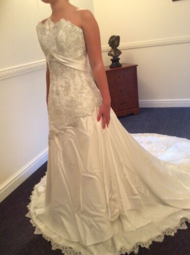 Maggie Sottero Wedding Dress - Size 0.  (UK6/8)