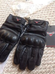 Victory Leather graphic glove