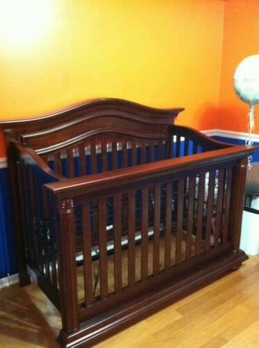 Baby Dresser/ Changing Table & Bed (Heritage Collection by Baby Cache)