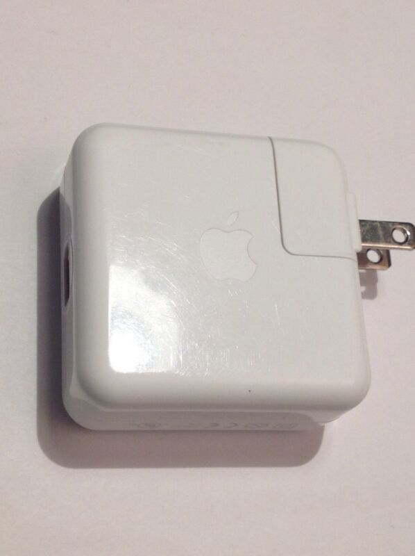 Apple iPod Firewire charger 12Volt .67 amp  white  Model A1070