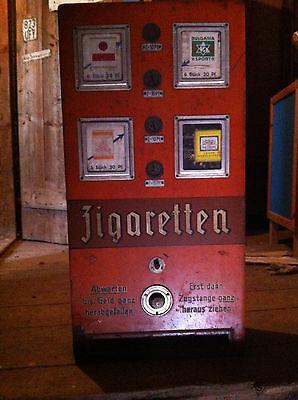 Antiker Zigarettenautomat ungeöffnet