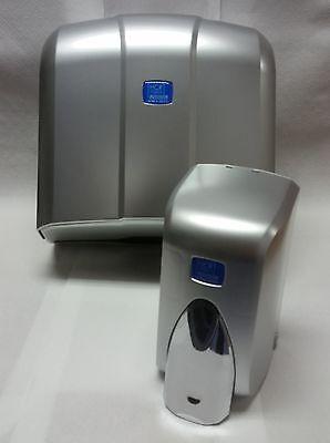 Papierhandtuchspender und Seifenspender in metall/chrom-Optik, 500 ml im Set