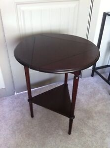 Rug, table, coffe table, ottoman speaker,picyire