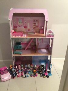 Dolls house with Monster High dolls and scooter Fletcher Newcastle Area Preview
