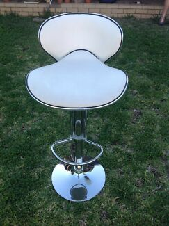 STOOLS X 3 WHITE CHROMED COMFY-BREAKFAST BAR STOOLS OR BAR STOOLS !