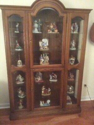 Jasper Curio Display Cabinet & lot of 18 Norman Rockwell -