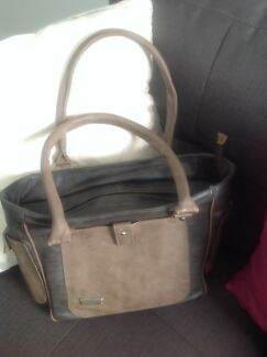 Hand bag in very good condition for $5