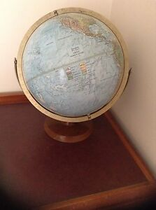 Readers digest world globe. Taylors Lakes Brimbank Area Preview
