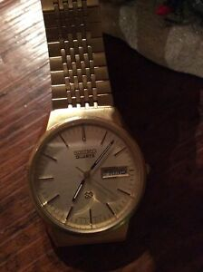 Vintage Men's Gold Seiko Watch With Day/Date