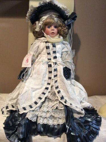 Treasured Heirloom Kaitlyn Porcelain Doll Janis Berard 1121/6000 - No Teddy