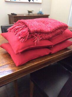 4 x cushions and throw rug Wodonga Wodonga Area Preview