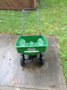 FERTILIZER SPREADER & LEAF BAG HOLDER