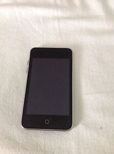 iPod touch 3rd gen 8GB screen has no scratches