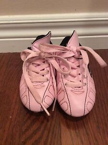 Girl shoes-  soccer shoes size Y8 -see all pictures  London Ontario image 1