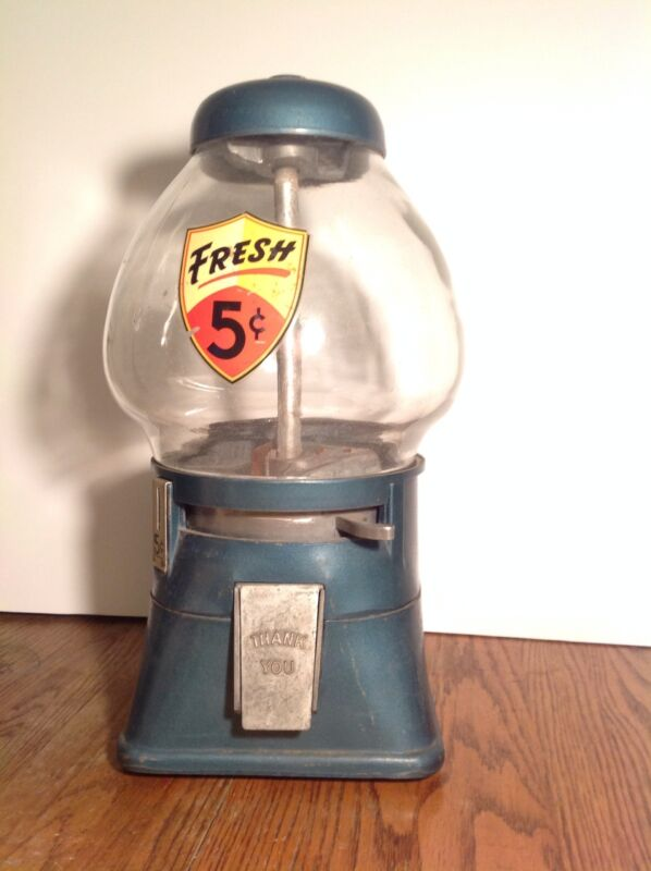 VINTAGE 5 CENT REAL REGAL GUMBALL MACHINE