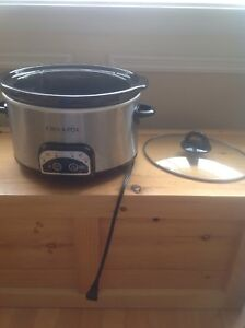 Small Crock Pot in excellent condition