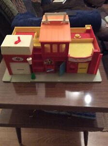 Vintage Fisher Price Little People Play Village in box! Strathcona County Edmonton Area image 3