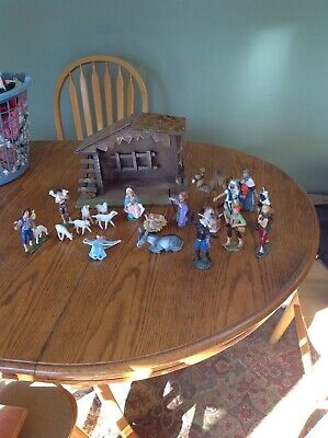 Vintage 20 Piece Nativity Set plus Wooden Stable 12 w X 7 tall made in Italy