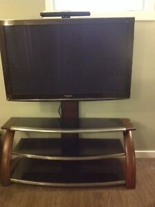 Reduced!!! entertainment stand with swivel tv mount
