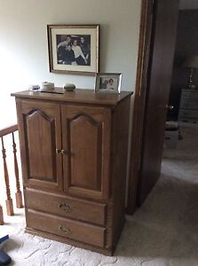 Cabinet with 2 drawers at bottom