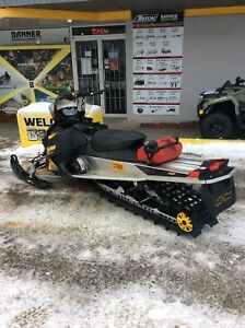 2009 Ski-Doo Summit Everest 154 Rotax® 800R Power T.E.K.
