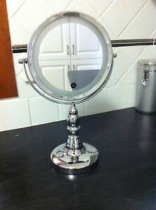 Double sided mirror with light Bolwarra Maitland Area Preview