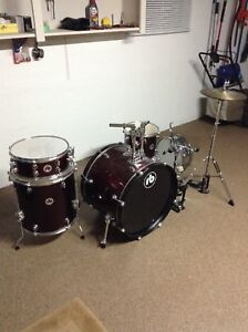 Nice 5 piece drum set. Hi hats included. $280cash.