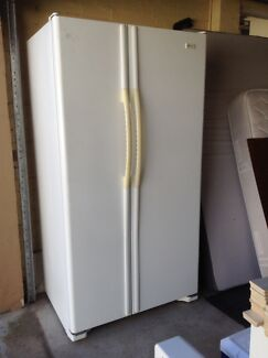 Maytag fridge Freezer Willoughby Willoughby Area Preview