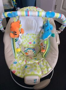 Vibrating baby seat with sound