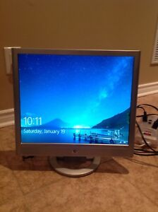 "HP VS19 - LCD 19"" Computer monitor w/ integrated audio speakers"