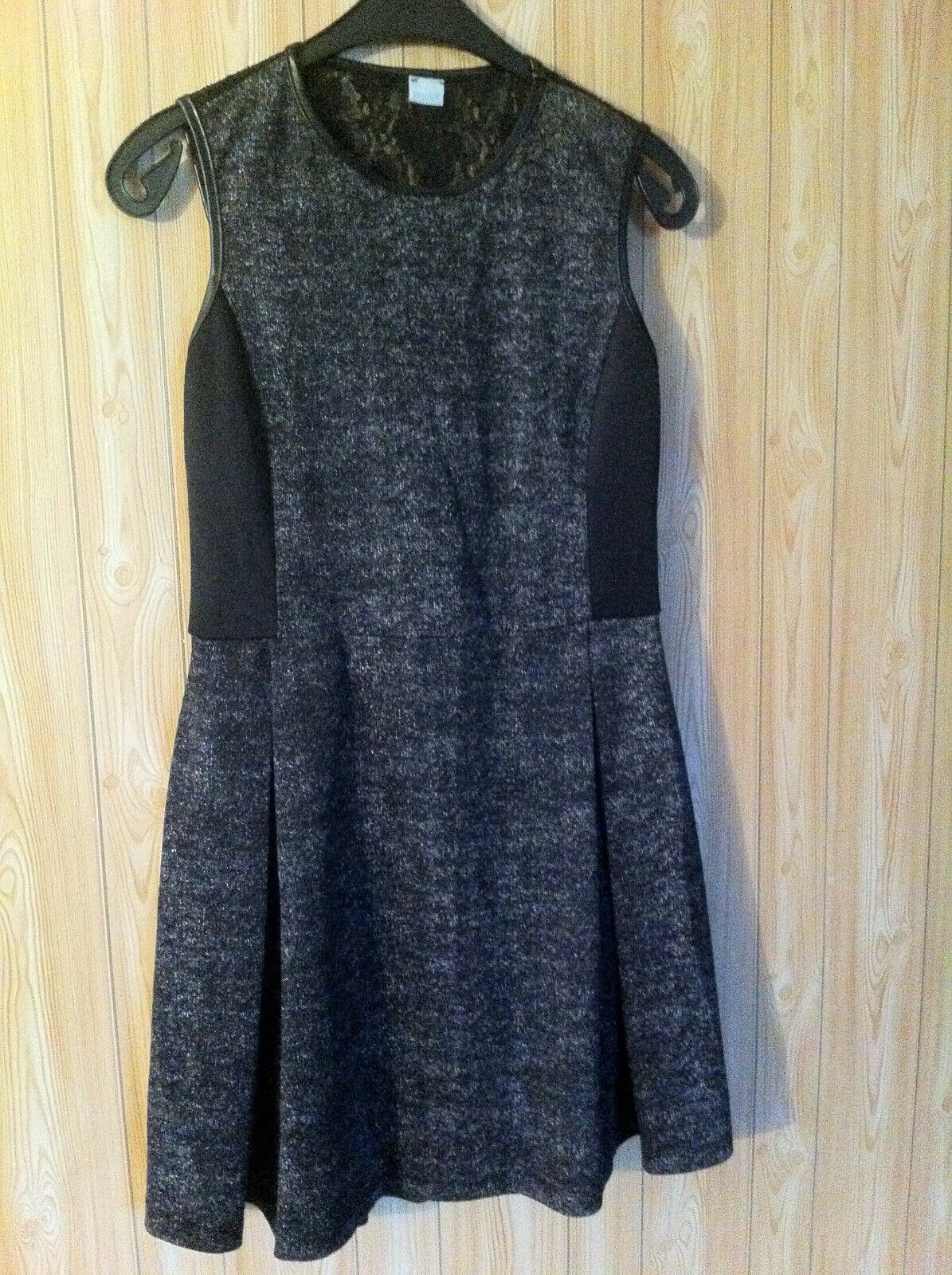 robe sans manches yamamay . taille s. impression tweed foncé. dos dentelle.