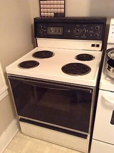 FRIDGE STOVE AND WASHER AND DRYER FOR SALE London Ontario image 4