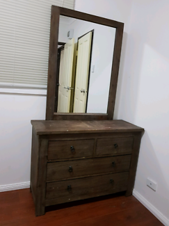 Good Condition Dresser table with big mirror!