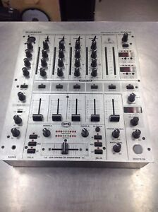 Mixeur Behringer DJX700 4 canaux