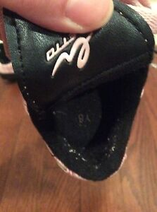 Girl shoes-  soccer shoes size Y8 -see all pictures  London Ontario image 7