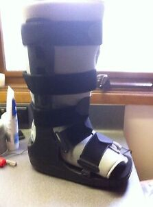 Medical/Moon boot Oyster Bay Sutherland Area Preview