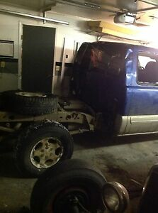 2004 Chevy 1500 and 2000 gmc parts truck