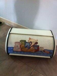 STUNNING GINGERBREAD HAND PAINTED BREAD BIN OR KITCHEN STORAGE Cranebrook Penrith Area Preview
