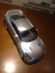 Maisto 1:24 scale 2009 Nissan GT-R silver