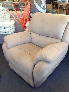 2x reclining armchairs New Norfolk Derwent Valley Preview