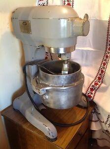 Hobart A120 Mixer 12 Qt Bowl 2 Temp Control Bowls 3 Beaters (Bread) Manual