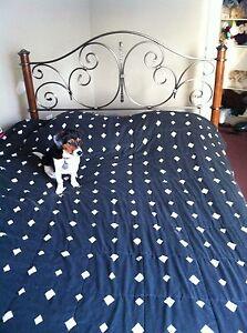 Queen bed frame  Windsor Region Ontario image 1