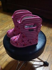 Toddler size 4 BOGS