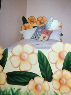 Custom made single bed Minmi Newcastle Area Preview