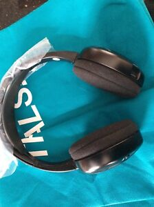 BRAND NEW BMW WIRELESS HEADSET for car entertainment screens