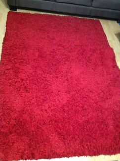Red rug, the measurements are 145-206 cm