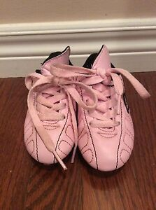 Girl shoes-  soccer shoes size Y8 -see all pictures  London Ontario image 2