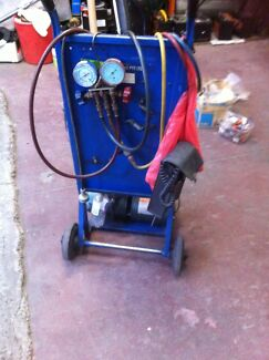 Air/cond charging station and vacuum pump. Thornbury Darebin Area Preview